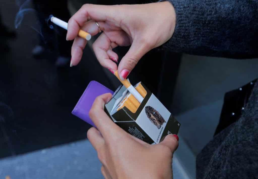 ضرر سیگار برای زن